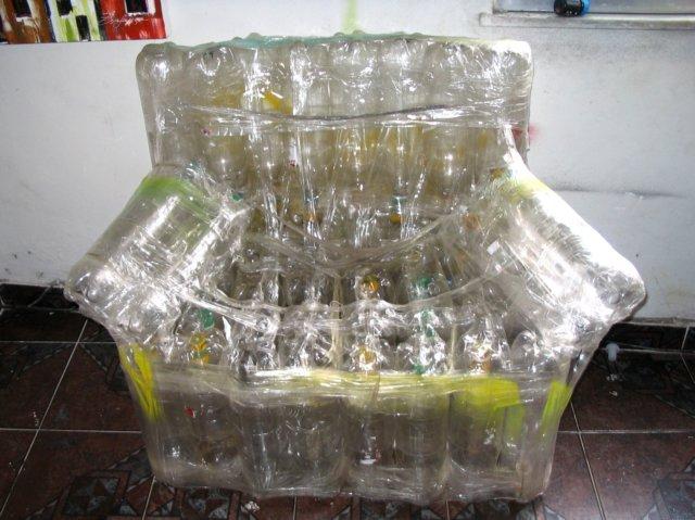 Poltrona Bottiglie Di Plastica.Una Poltrona Fatta Con Bottiglie Di Plastica